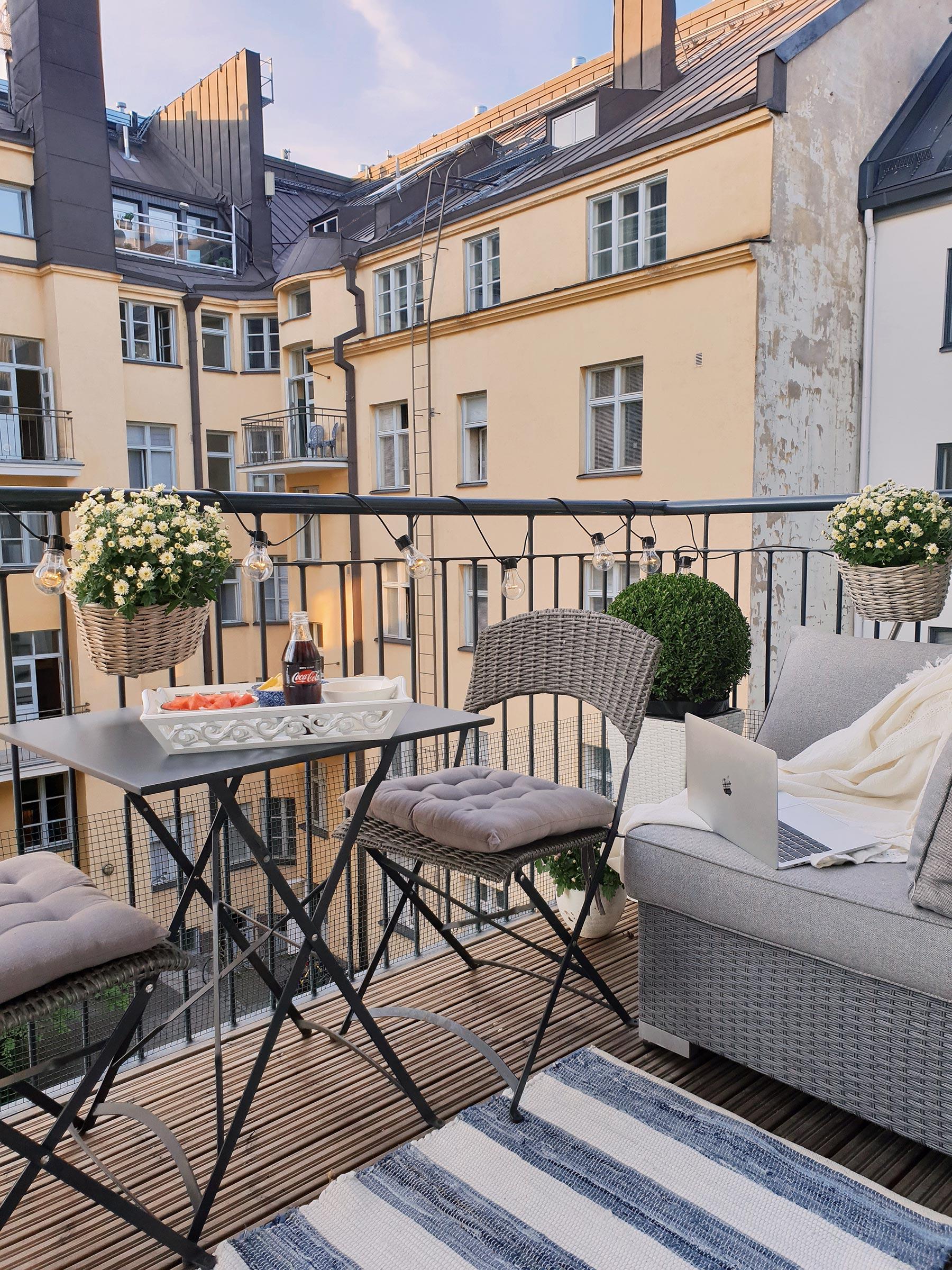 Balcony chill